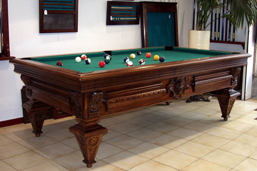 Billard Ancien Noyer Sculpté main