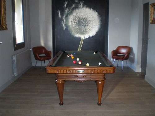 Billard ancien Style Henri II. Noyer.